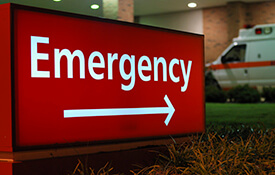 Emergency room sign with arrow outdoors